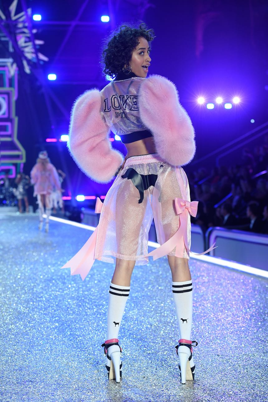 2016 Victoria's Secret Fashion Show in Paris - Show