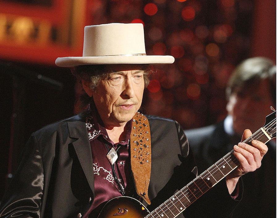 ¡Ruéguenme más! Bob Dylan le vuelve a decir que NO al Nobel