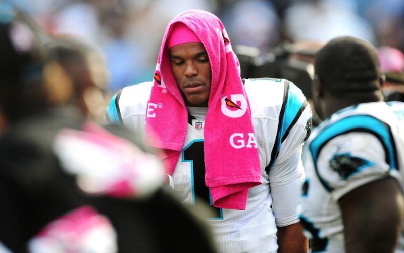 Cam Newton no fue titular el domingo… por no usar corbata