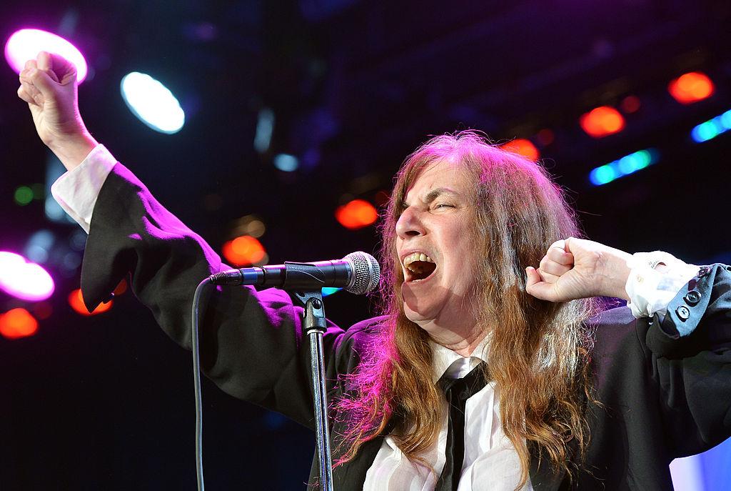 Patti Smith dedica una canción a las víctimas del incendio en Oakland