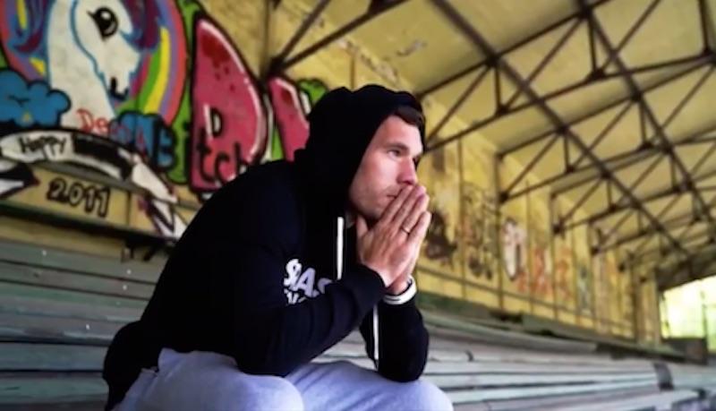 Lukas Podolski es número uno… ¡de la lista de popularidad en la música alemana!