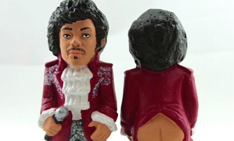 Ya puedes comprar estatuas de tus músicos favoritos… ¿haciendo popo?