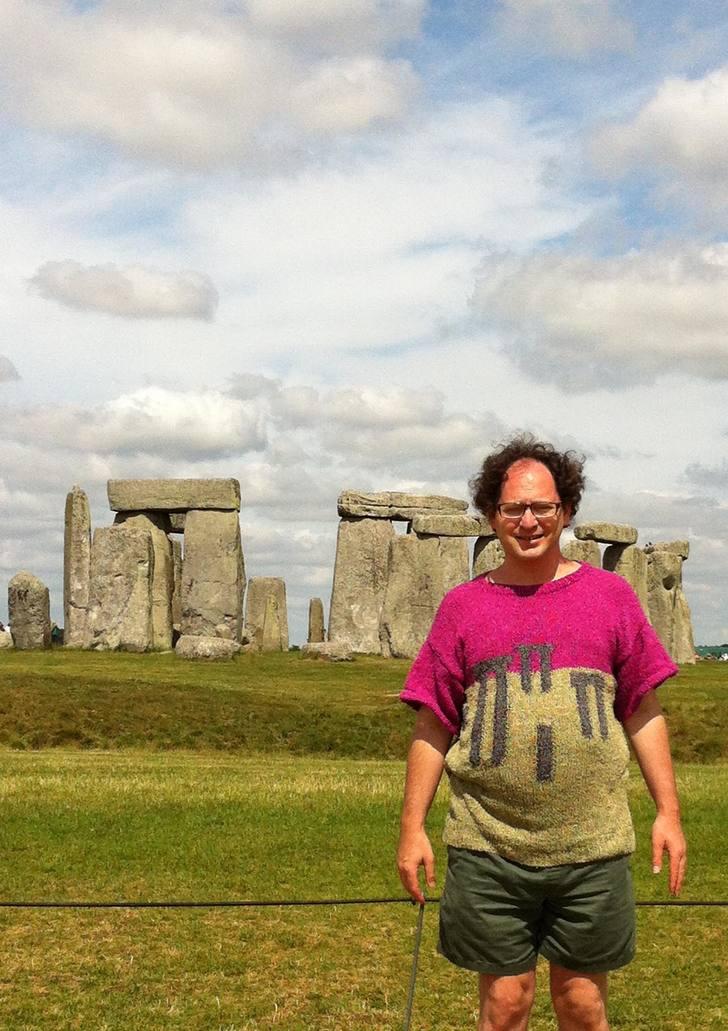 Genio teje sueteres Stonehenge