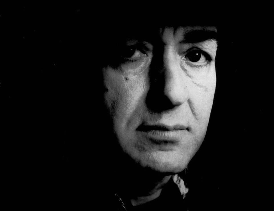 Muere Jaki Liebezeit, baterista de la banda alemana Can