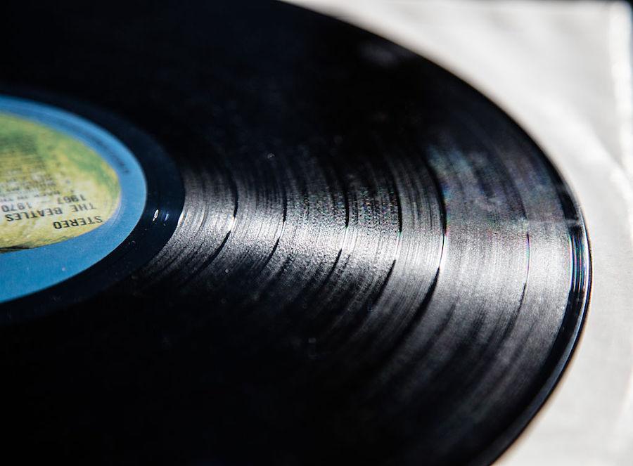 Justo en la nostalgia: Así se hacían los vinilos y estéreos en los 50