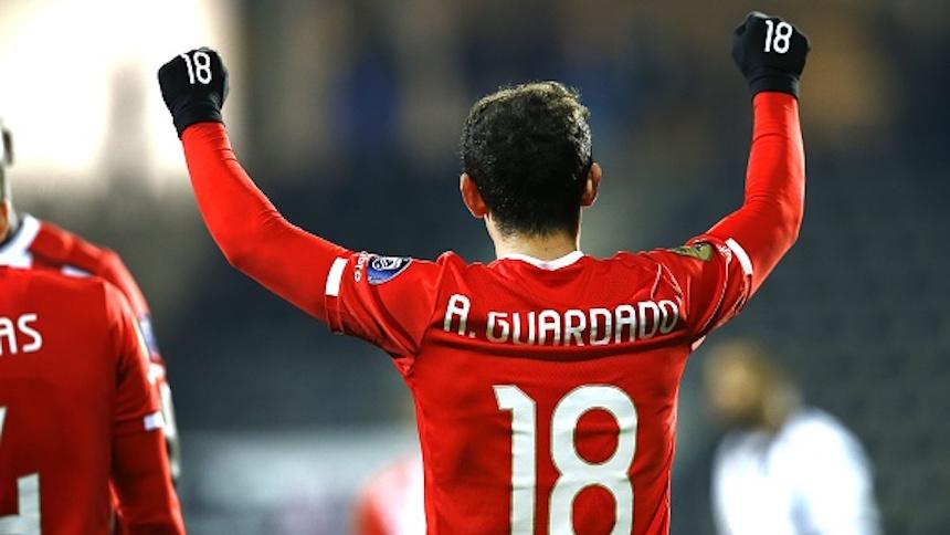 PSV vence al Ahead Eagles con gol de Guardado