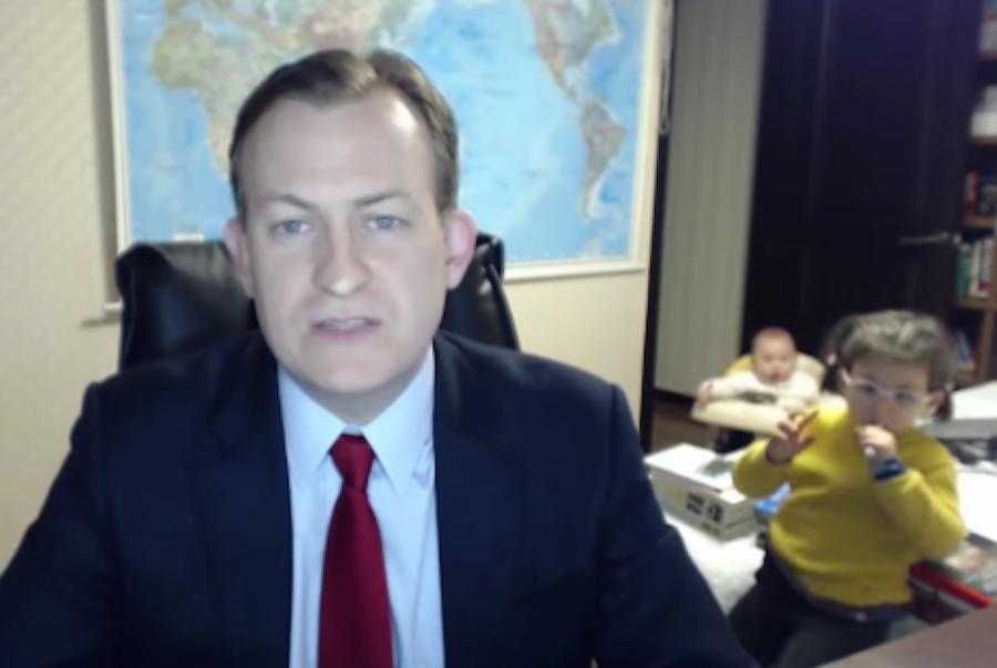 El incómodo momento de un profesor en una entrevista en vivo