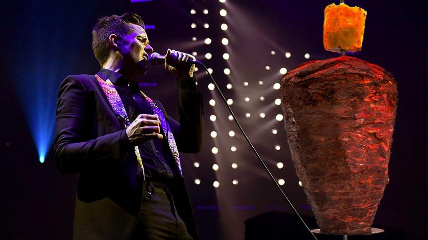 Cachan en taquería a vocalista de The Killers