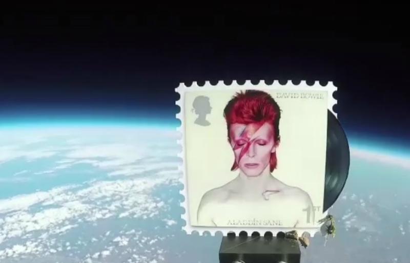 Lanzan sellos conmemorativos de David Bowie al espacio