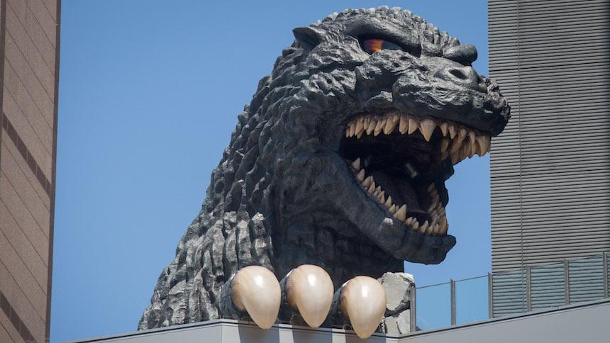 Estatua de tamaño real de Godzilla en la oficinas de TOHO