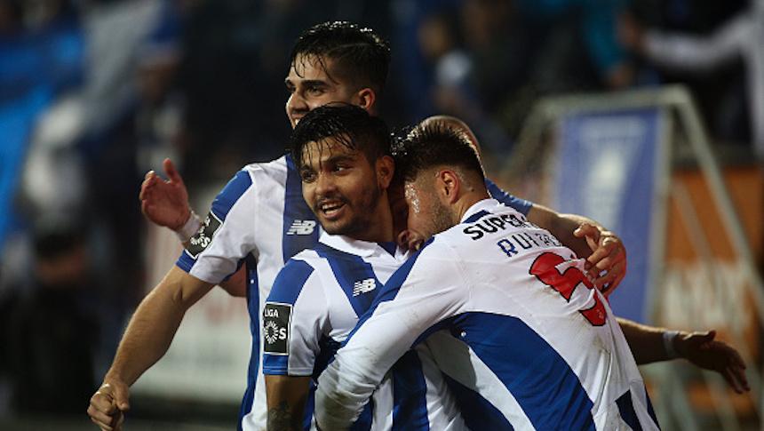 Tecatito marca otro golazo de volea para el Porto