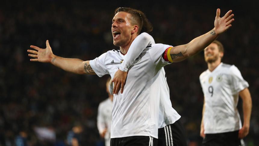 Lukas Podolski se despidió de Alemania con victoria y golazo contra Inglaterra