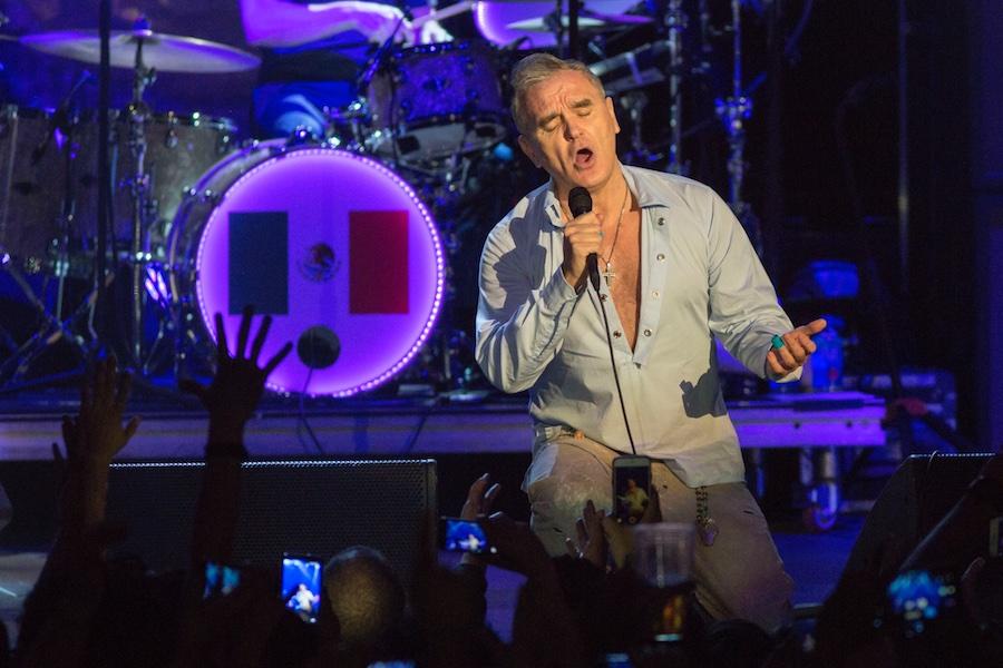 Morrissey expone las desgracias del mundo en su regreso a México