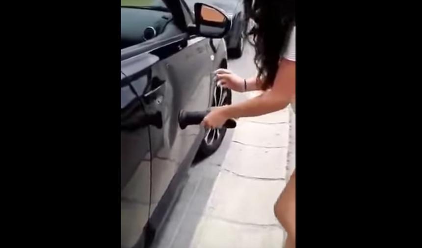 Cómo arreglar la abolladura de un coche usando un dildo