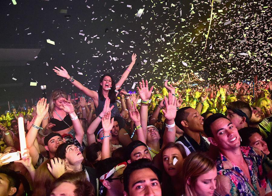 Lady Gaga, sensual y acrobática, debuta en festival de Coachella