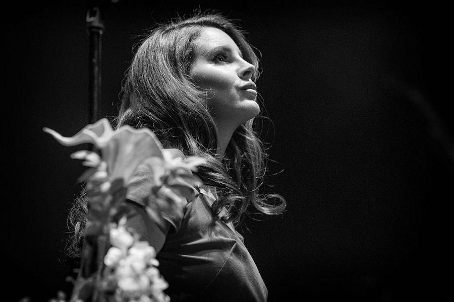 Lana Del Rey comparte una nueva canción que compuso tras Coachella