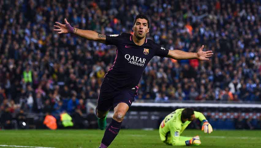 El Barcelona aplasta al Espanyol en el Derbi Catalán y retoma el liderato