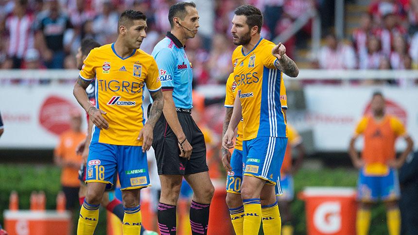 """""""El árbitro no tuvo los huevos para marcar el penal"""": Sosa"""
