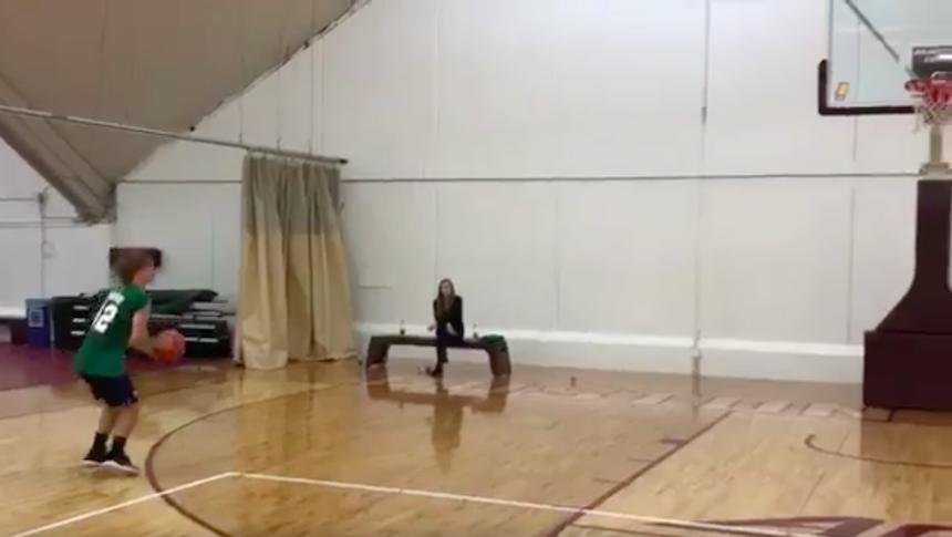 Antoine Griezmann es un crack hasta para jugar basquetbol