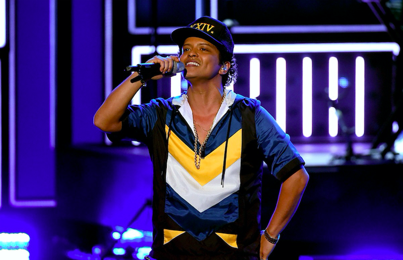 Regresa Bruno Mars con su