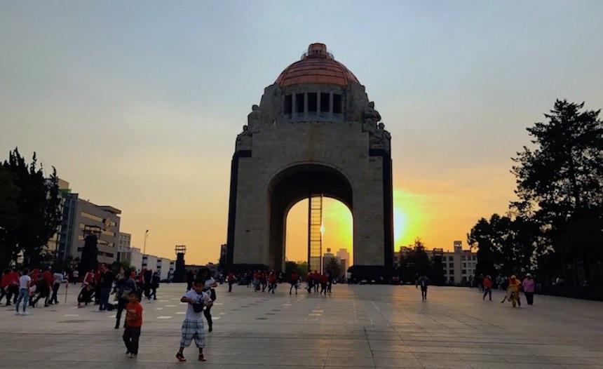 Vagando - Monumento a la Revolución