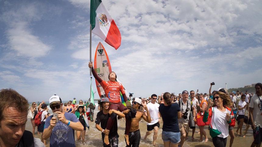 Gana en Francia el oaxaqueño Jhony Corzo campeonato mundial de surf