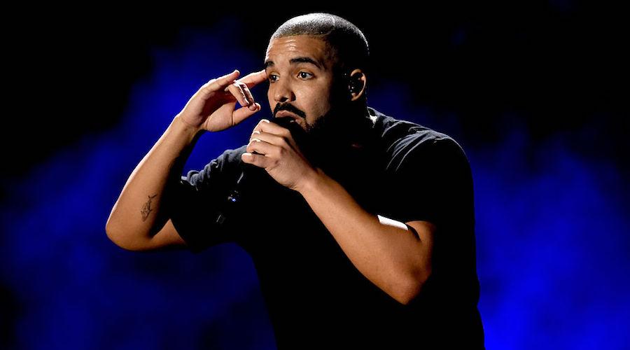 """¡Escuchen """"Signs"""" la nueva canción de Drake desde París!"""
