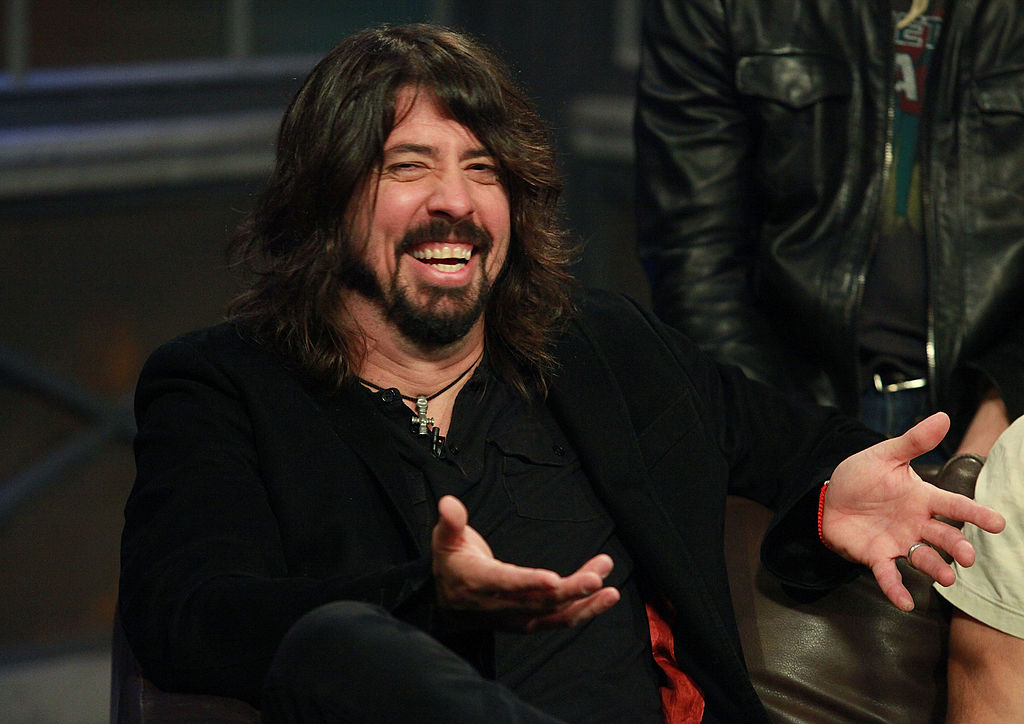 Foo Fighters desatan la locura en un asilo con