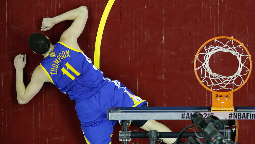 Checa el mega fail de Klay Thompson al intentar una volcada