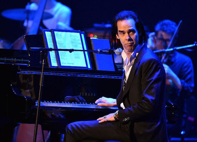 La oscura melancolía de Nick Cave invade el show de Stephen Colbert