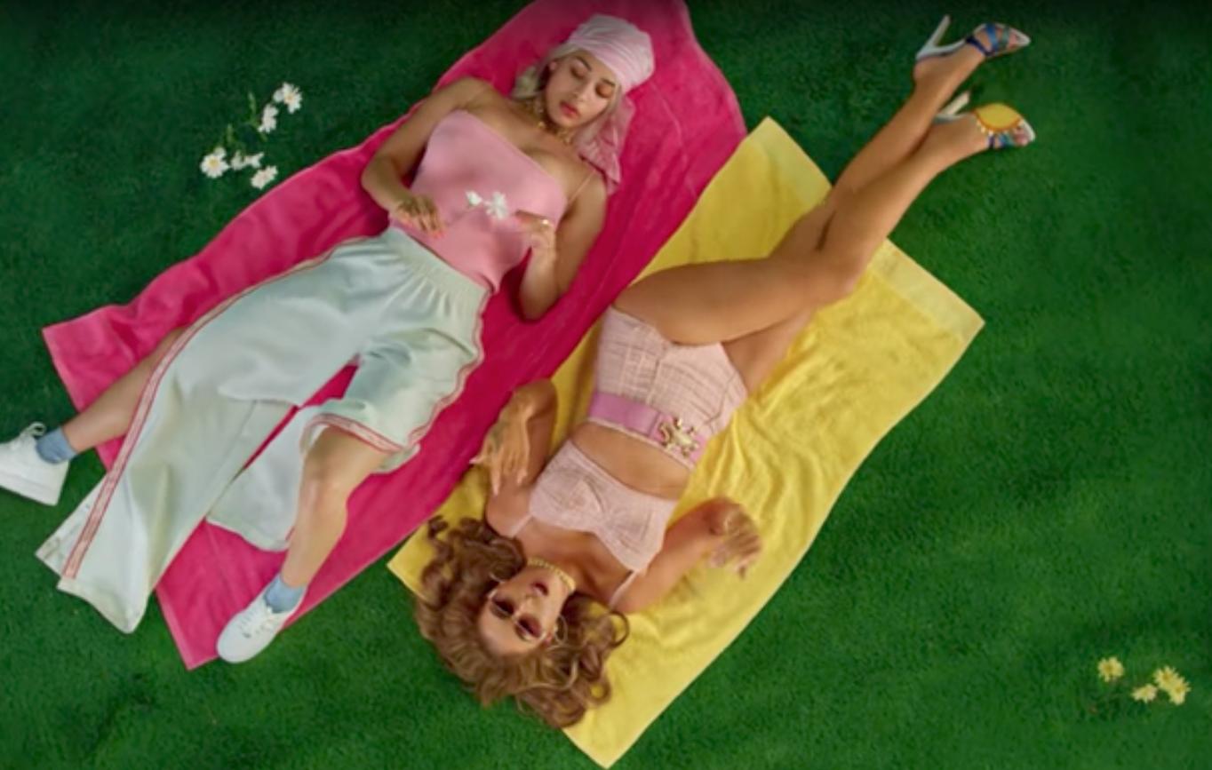 """""""Tyrant"""" el video de Kali Uchis con automóviles vintage y Brigitte Bardot"""