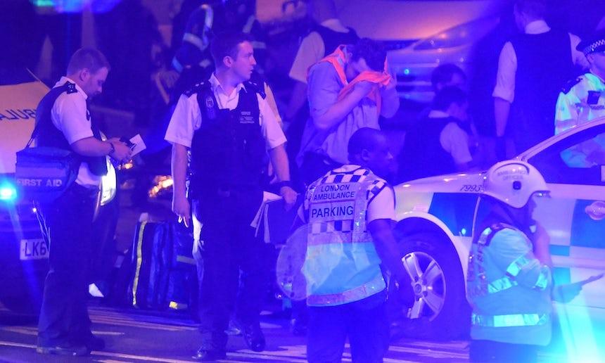 Camioneta golpea a peatones en Londres