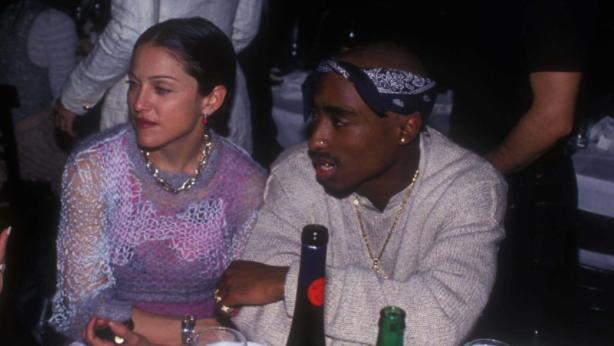 Tupac confesó en prisión que dejó a Madonna por ser… ¡blanca!