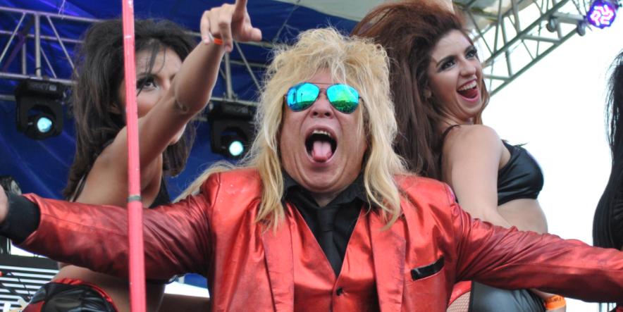 10 canciones 'rockeras' que nunca aceptarás que te prenden en la peda