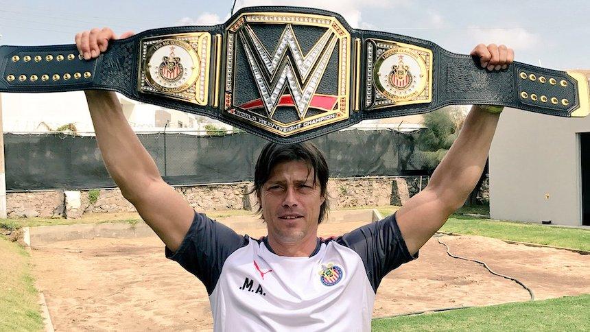 ¿Qué? Triple H y la WWE felicitan a Chivas por el título