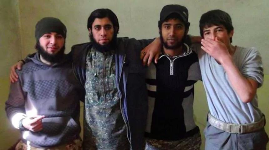 ISIS - Fotos de un terrorista y sus familiares