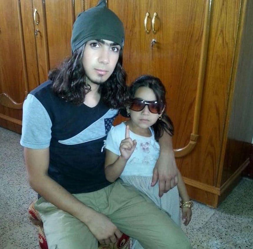 ISIS - Un terrorista y una niña