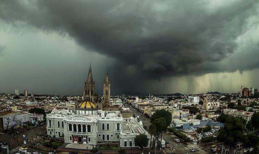 Cielo negro en Guadalajara