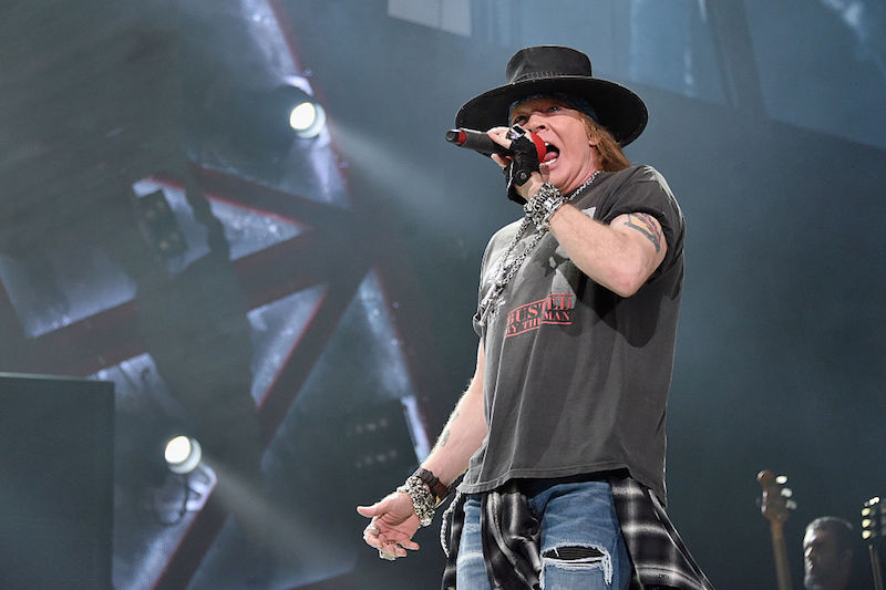"Guns N' Roses toca ""Knockin' on Heaven's Door"" en homenaje a un perrito"