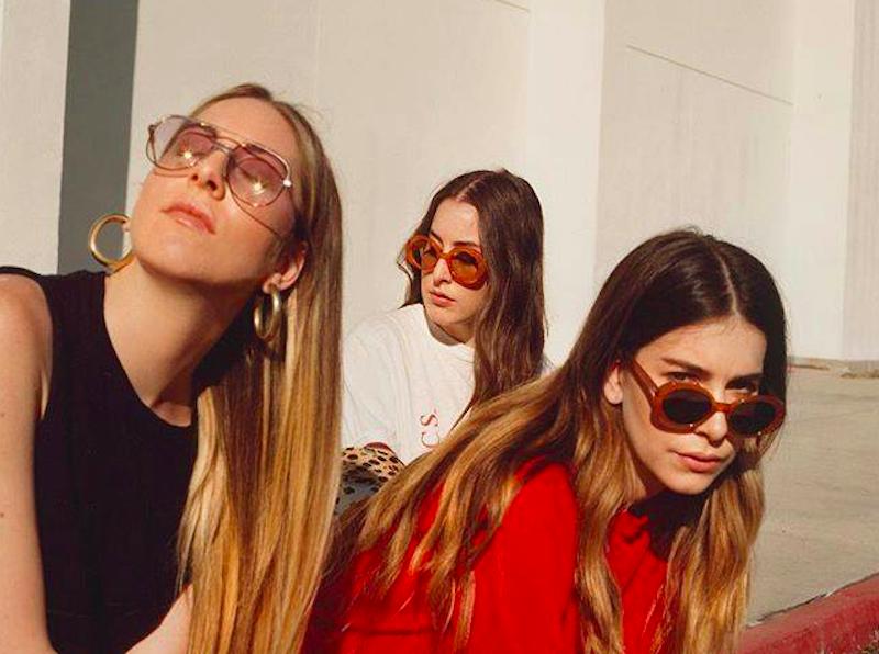 Las hermanas HAIM hacen un regreso triunfal con 'Something To Tell You'