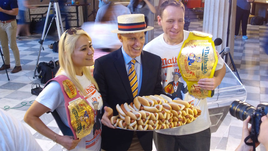 Conozcan al orgulloso ganador del Nathan's Hot Dog Eating Contest 2017