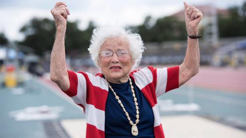 Julia Hawkins: La abuelita de 101 años que aún corre los 100 metros planos