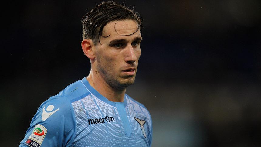 Checa el mega epic fail de Lucas Biglia en su llegada a Milán