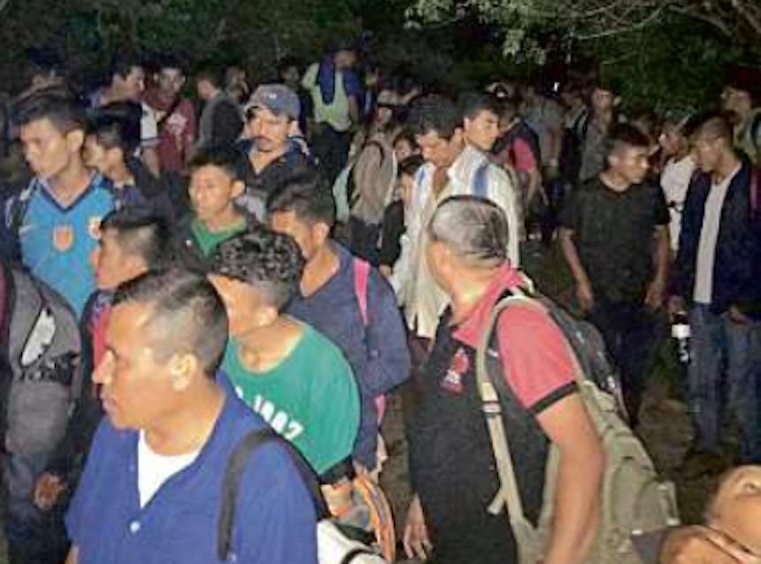 Polleros abandonan en camión a migrantes en Veracruz