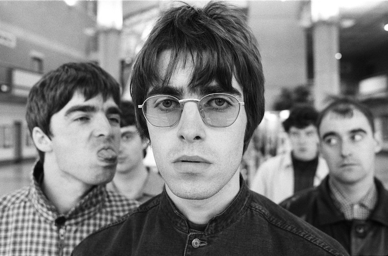 "#HoraSad: El emotivo lyric video de Oasis para ""Talk Tonight"""