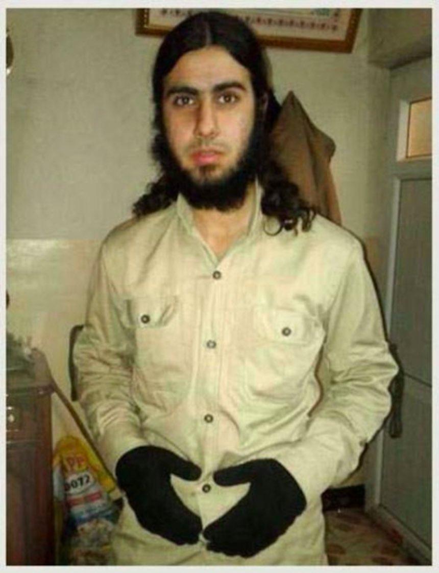 ISIS - Foto de un terrorista en su uniforme