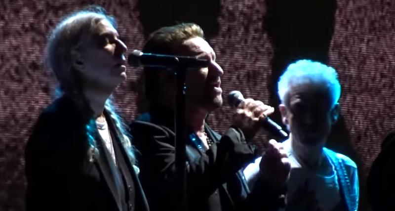 """U2 invitó a Patti Smith al escenario a cantar """"Mothers of the Disappeared"""""""