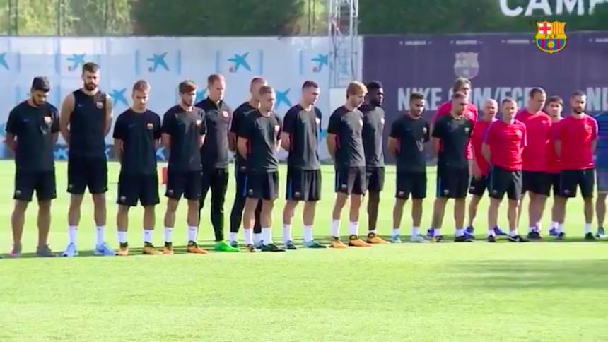 El emotivo minuto de silencio en el entrenamiento del Barcelona