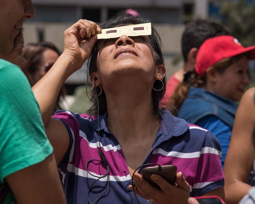 Delegación Benito Juárez - Mirando eclipse