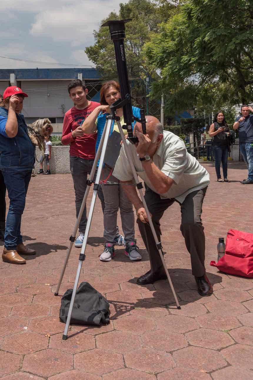 Delegación Benito Juárez - Observando eclipse